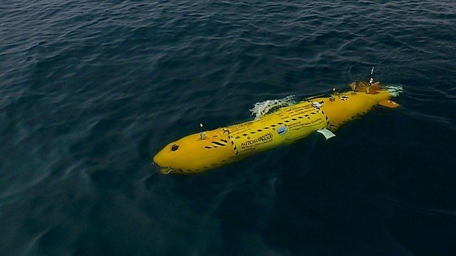 <p>During the dive, the AUV vehicle is flying 3 meters high over the seabed at 2.2 knots (roughly 4 km per hours) and takes an image every second<br></p>