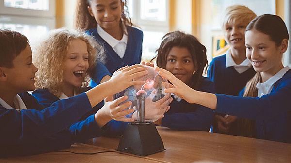 <p><i></i>School children with plasma ball - image courtesy of Getty Images<br></p>