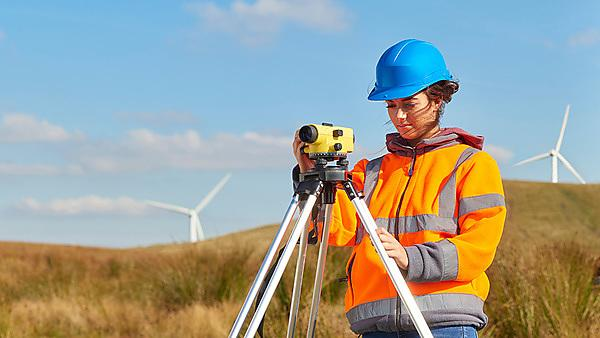 <p>female windfarm engineer<br></p>