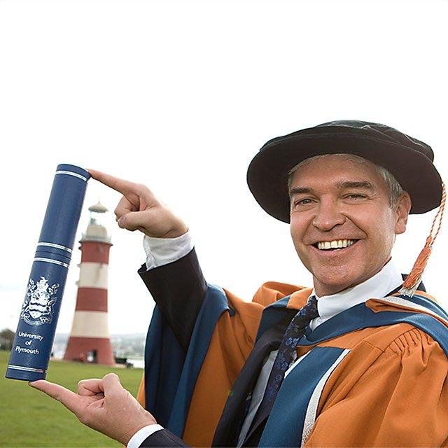 <p>Phillip Schofield - Honorary doctorate 2011</p>