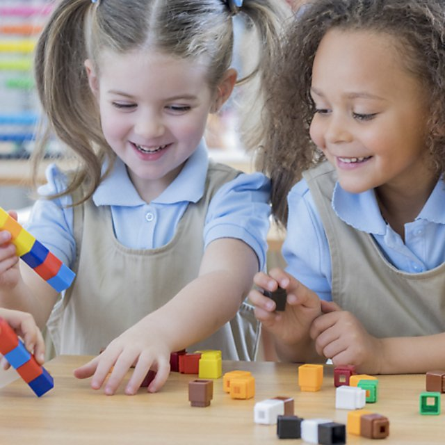 <p>Students play with counting cubes at school.</p>