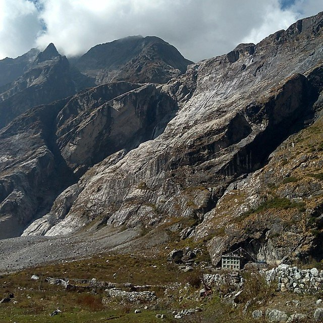 <p>The devastating Langtang Avalanche, which completely buried Langtang Village, killing over 200 people<br></p>