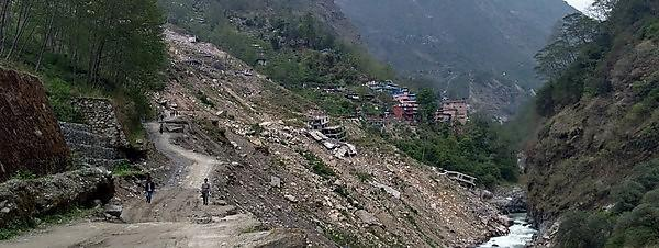 <p>Landslide-earthquake damage to the Arniko Highway near the Nepal-China border<br></p>