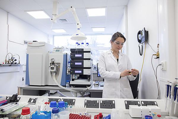 Dr Sabine Lengger with the HPLC-Orbitrap MS