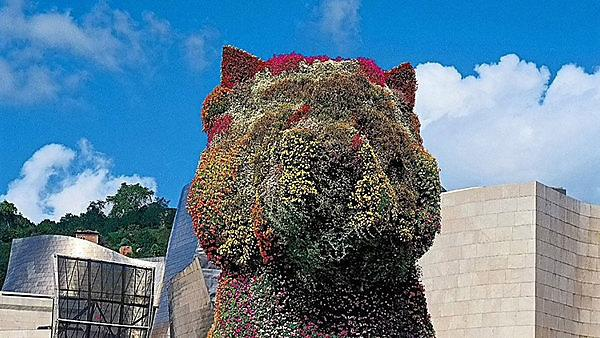 <p>Jeff Koons, Puppy, 1992, stainless steel, soil and flowering plants, 12 meters 40 cm x 830 cm x 910 cm, Guggenheim Bilbao Museo, Bilbao<br></p>