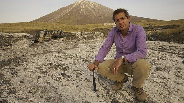 <p>Iain Stewart at lava flow from Ol Doinyo Lengai<br></p>