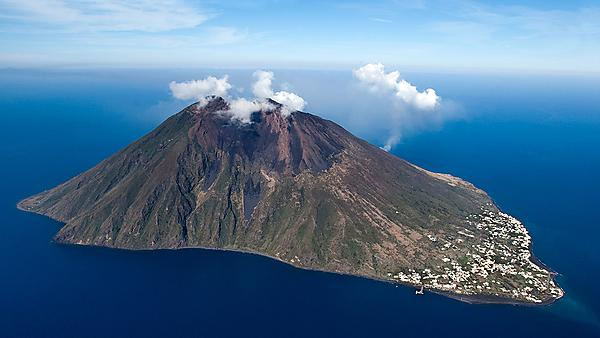 Research expedition aims to reveal hidden secrets of volcanic tsunamis