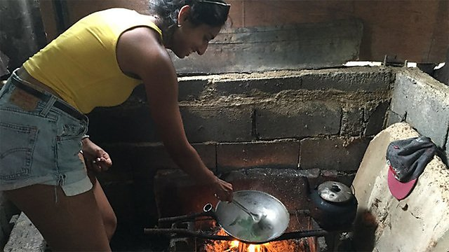 <p>Radha Metha cooking.<br></p>