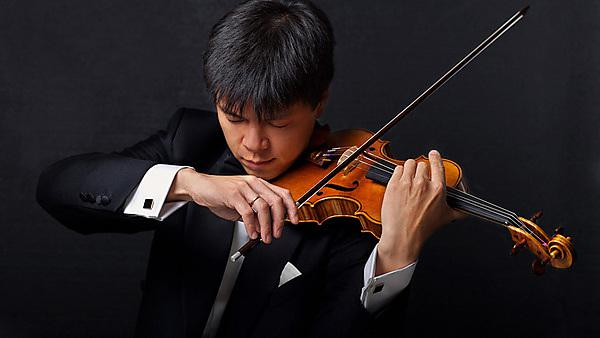 Leland Chen playing the violin