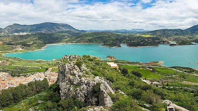 <p>Spectacular aerial view panorama of Lake Zahara from Castle of Zahara de la Sierra, a famous village de la Ruta de los Pueblos Blancos, white villages, between Cadiz and Malaga, Andalusia, Spain.<br></p>