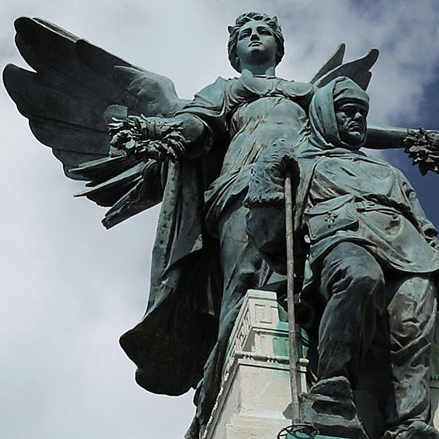 <p>Scott memorial at Mount Wise, Plymouth</p>
