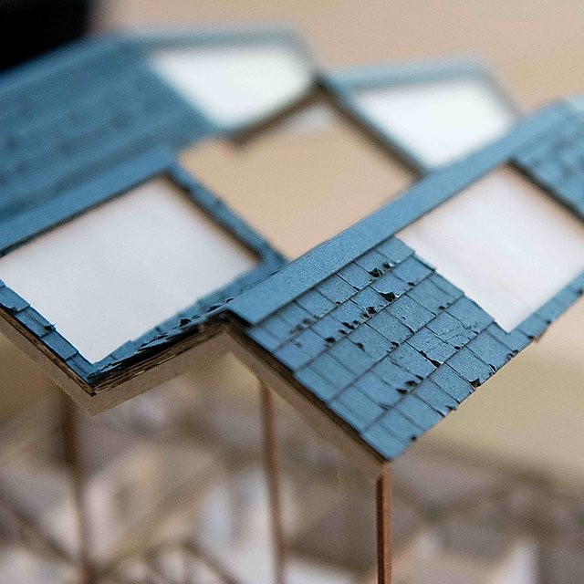 <p>Architecture square</p>