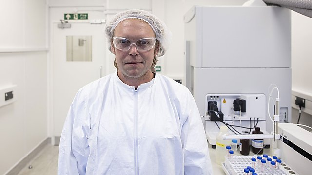<p>Dr Simon Ussher in the labs.</p>