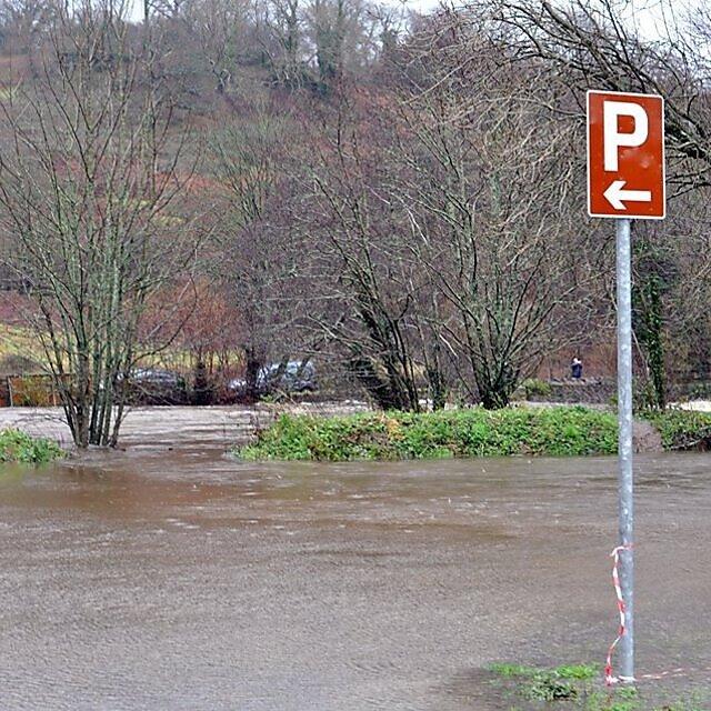 <p>River Dart flooding (Credit: Buckfastleigh Flood Action Group)</p>