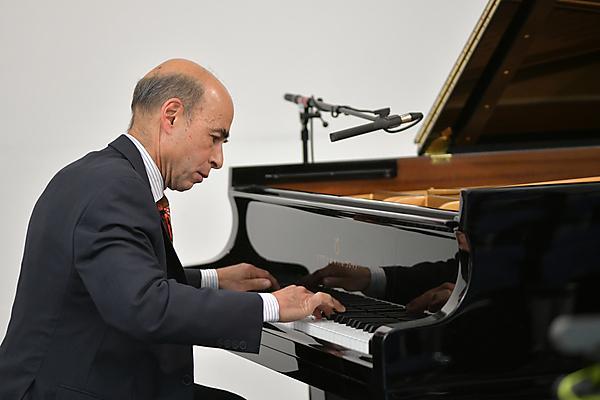 Dr Robert Taub at Steinway piano. Image credit: John Allen