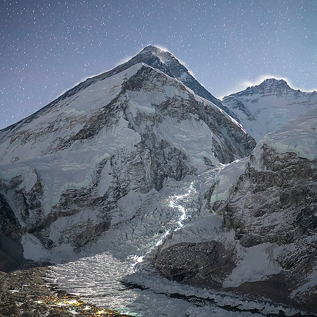 <p>Head lamps light the path above Everest Base Camp during the National Geographic and Rolex Perpetual Planet Everest Expedition (Credit Eric Daft, National Geographic)<br></p>