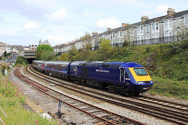 First Great Western's 43029 passes the site of Mutley railway station as it nears the end of its journey from London Paddington to Plymouth. By Geof Sheppard (Own work) [CC-BY-SA-3.0] or GFDL via Wikimedia Commons