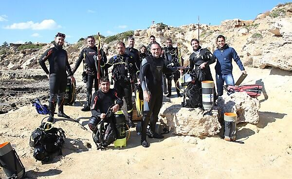 Periklis Kleitou and volunteer divers during a removals event in 2019