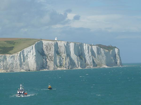 White Cliffs of Dover (image credit: By Immanuel Giel (Own work) [CC BY-SA 3.0 (http://creativecommons.org/licenses/by-sa/3.0)], via Wikimedia Commons)
