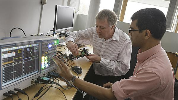 Paul Tiltman and Dr Mohammed Zaki Ahmed working on new Solar power technology.