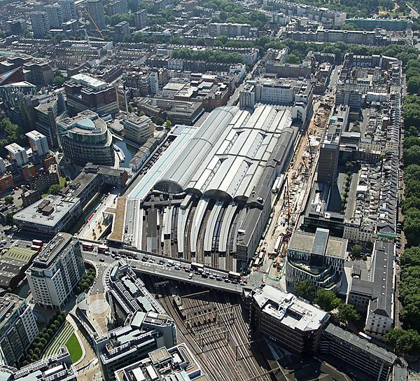 Aerial view of Paddington Station in London (shutterstock_231876091)
