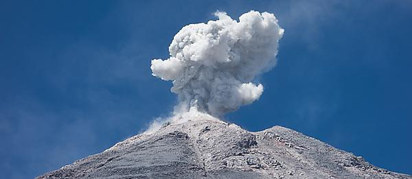 Study attributes varying explosivity to gaseous state within volcanoes
