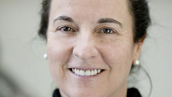 Associate Professor Liz Hellier