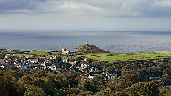 A small village on the coastal line in Cornwall [shutterstock_87644971]