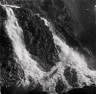 The bedrock scour after the dam's construction in December 1933