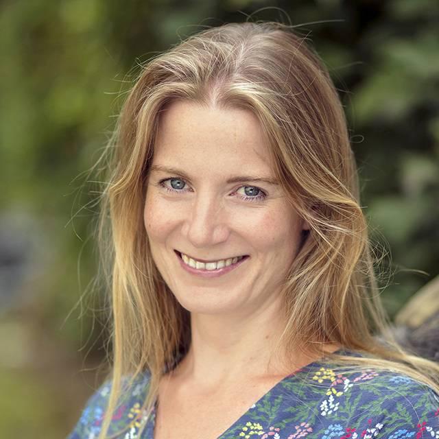 Dr Annika Bautz