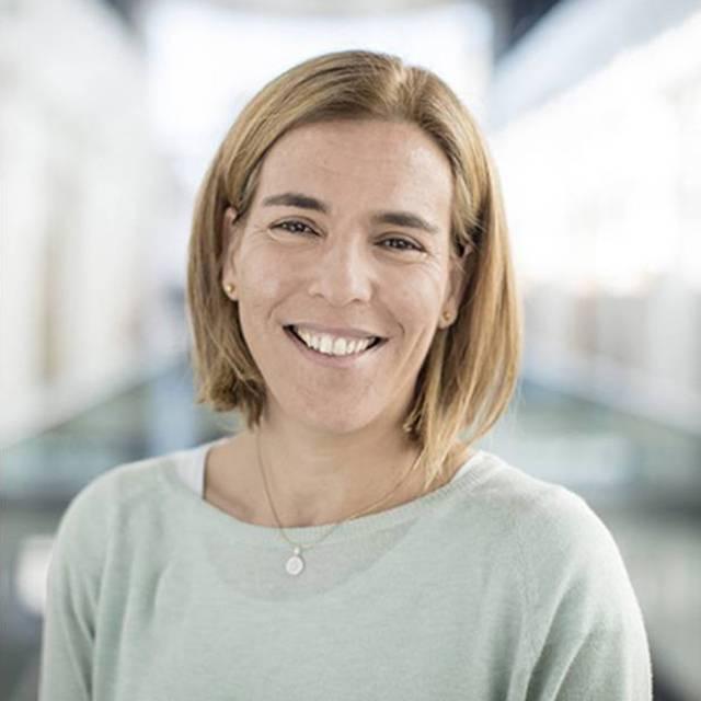 Dr Claudia Barros