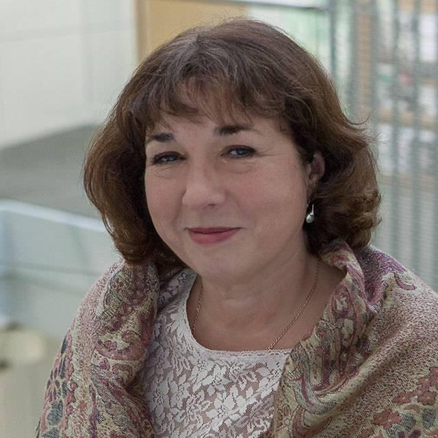 Dr Julie Anderson