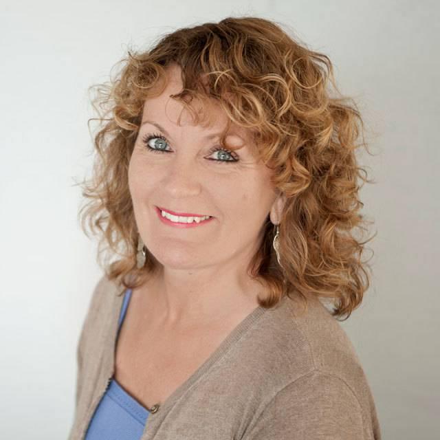 Mrs Jeanette Clarke
