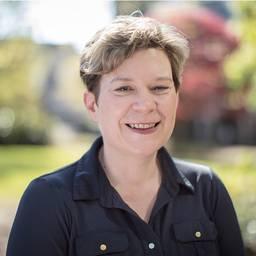 Mrs Jane Peters Lecturer in Public Health Nursing (Education)