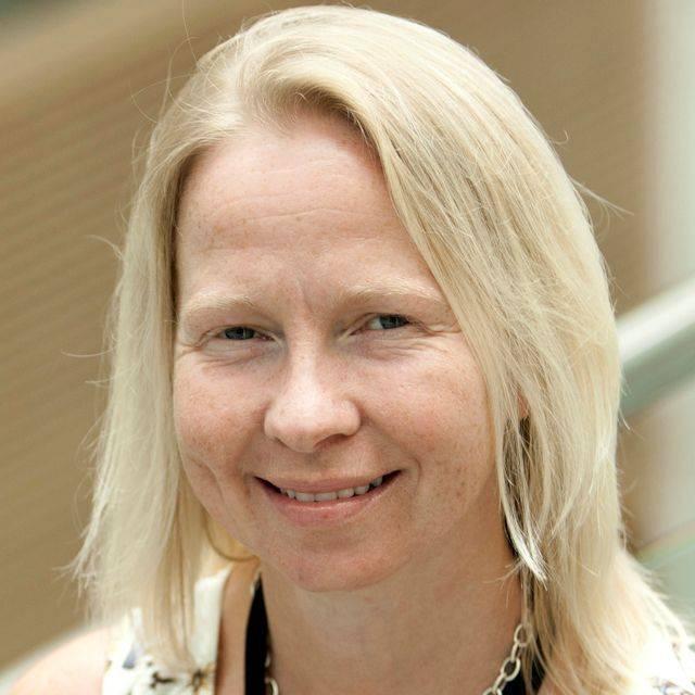 Dr Lynn McCallum