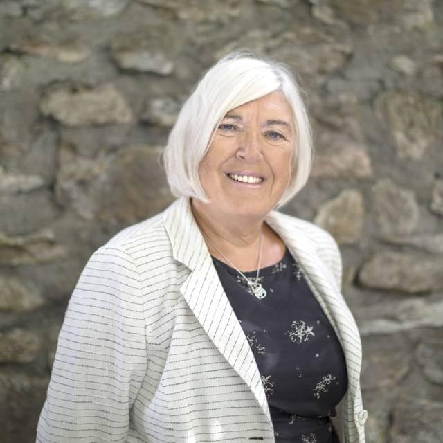 Dr Lesley Simmonds