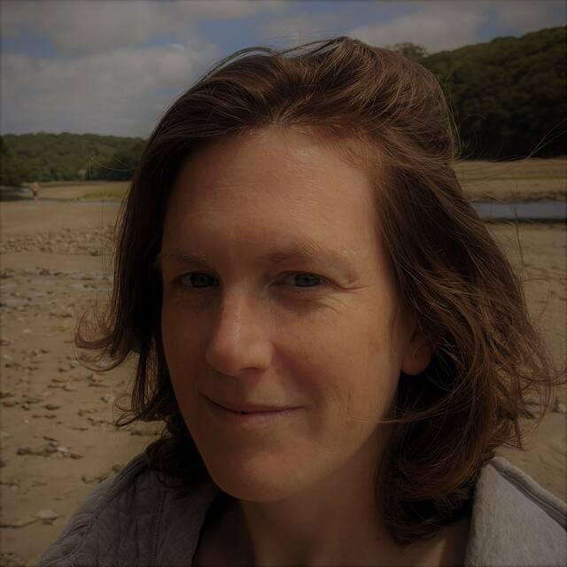 Dr Holly Niner