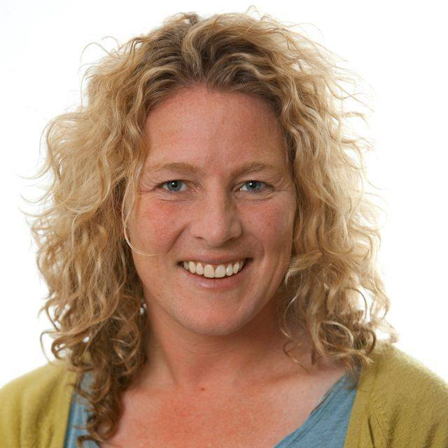 Dr Rosi Raine