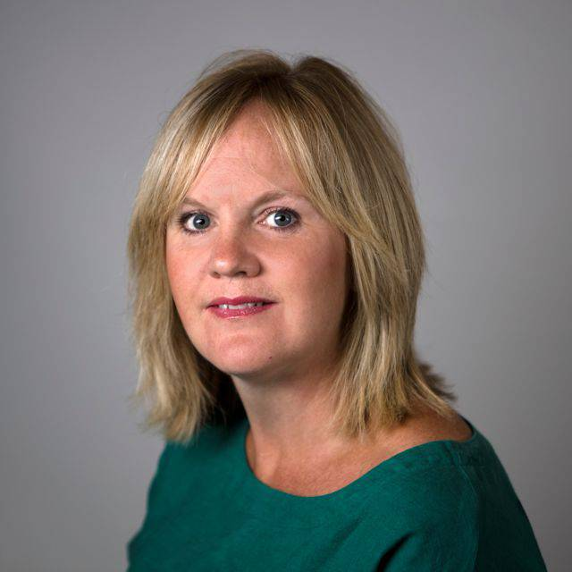 Mrs Paula Lindsey