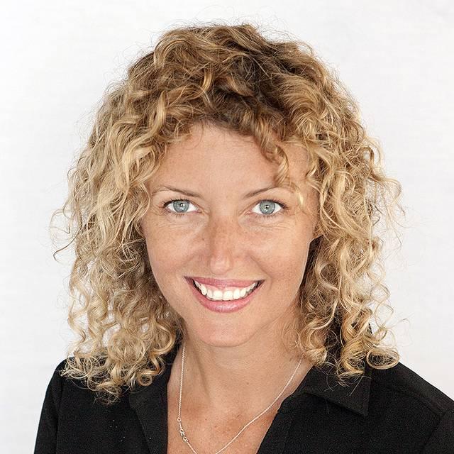 Miss Joanne Lind
