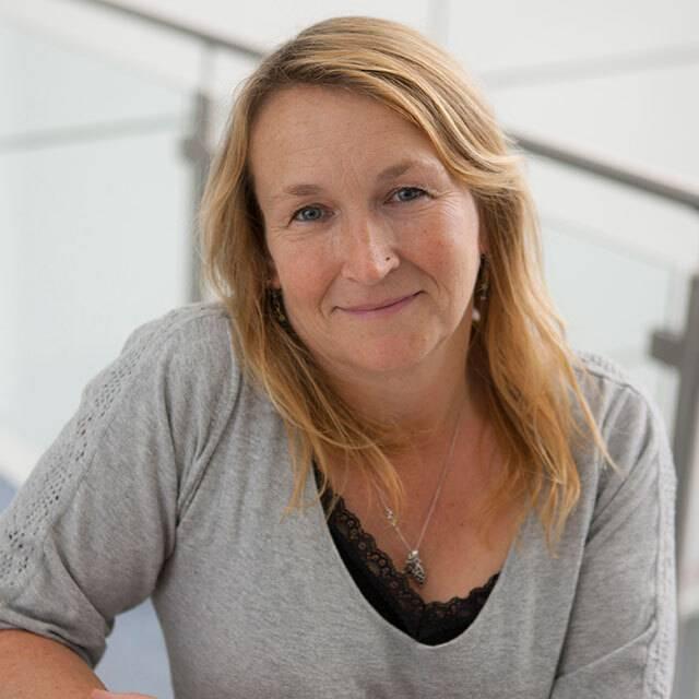 Mrs Fiona Raymont