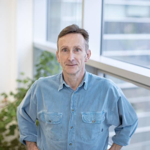 Dr Alistair Bishop